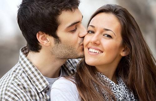можно поцеловать девушку в щеку